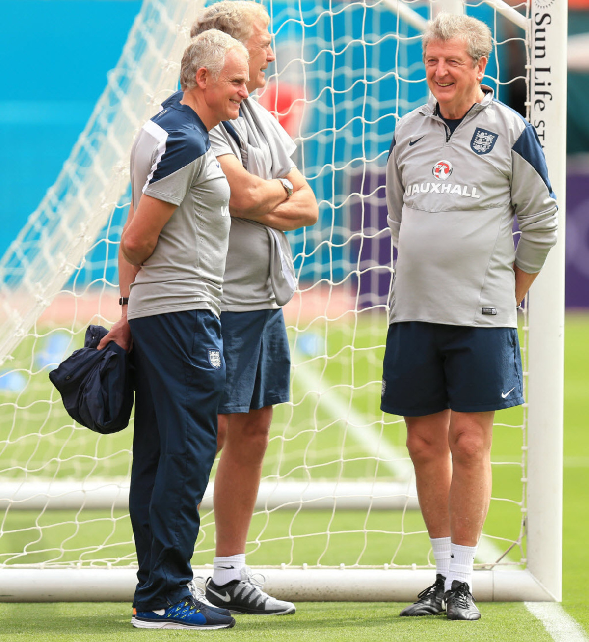 Dr Steve Peters (left) with Trevor Brooking and Roy Hodgson