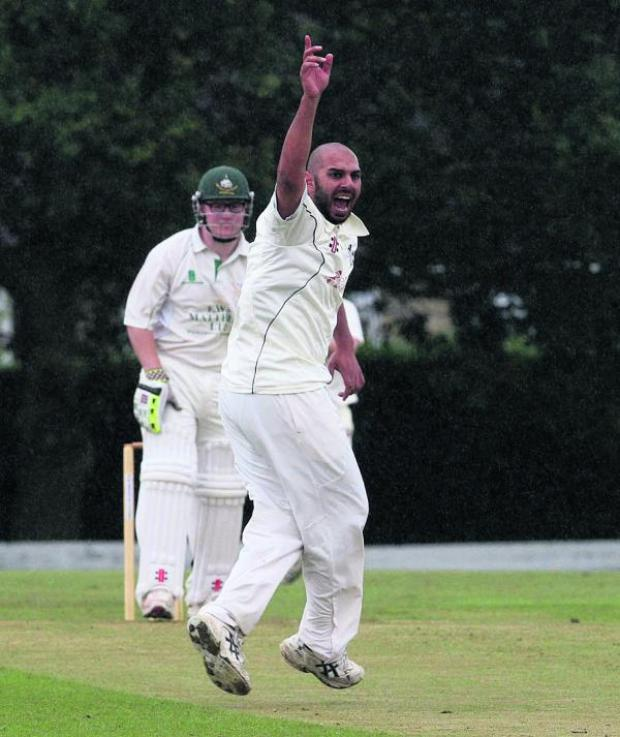 Oxford Mail: Horspath seamer Jamil Faruq appeals unsuccessfully for lbw against Shipton-under-Wychwood opener Ross Barrett