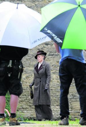 Maggie Smith filming at Cogges Manor Farm Museum    Picture: OX68505 Jon Lewis