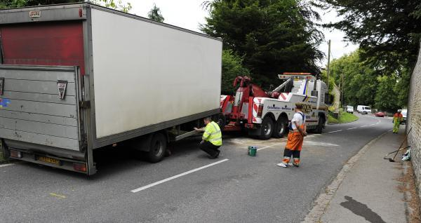 Oxford Mail: A recovery crew prepares to remove the damaged lorry