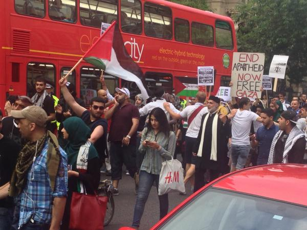'Free Palestine' march holds up traffic in city centre
