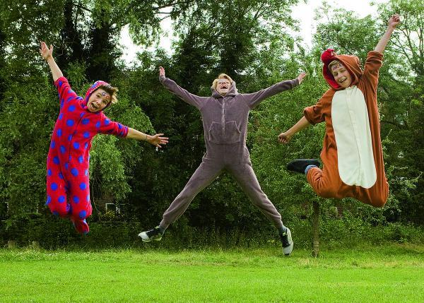 Ally Mitchell, Gabriel Mitchell and Paul Robinson-Tillyer, all aged 12, are running a 10k wearing onesies to raise money for Cancer Research UK		Picture: OX68626 Antony Moore