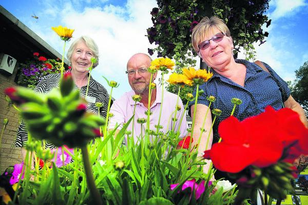 Regional judge Anne Kempson, left, with Kidlington Parish Council open spaces manager Lee Hancox and chair of Kidlington In Bloom committee Carole Pack	                   Picture: OX68623 Damian Halliwell