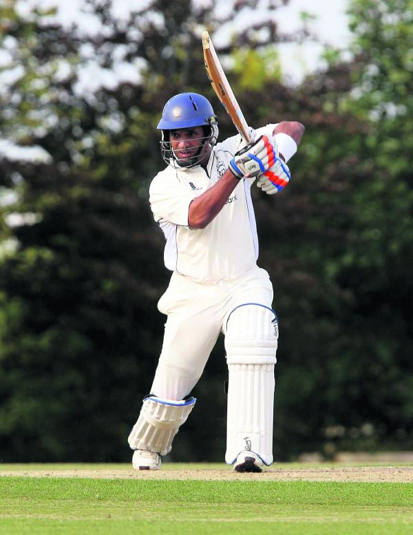 Stewart Laudat returns to bolster Oxford's batting for their trip to Slough