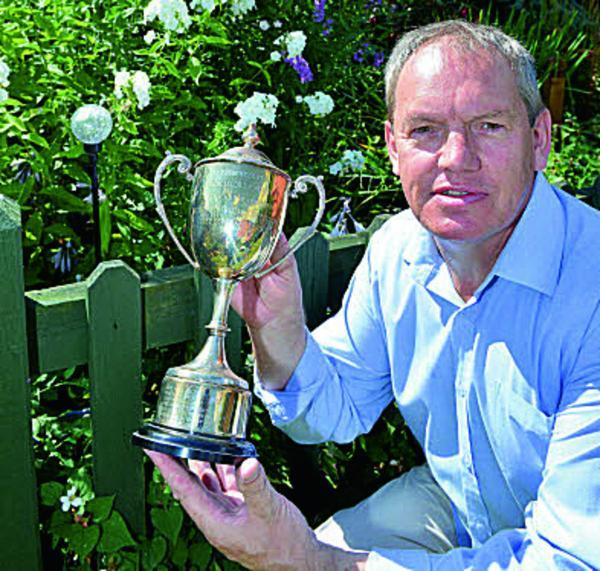 Cllr Les Sibley with the garden trophy