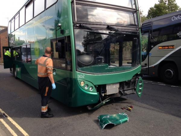 Bus crash in Thames Street