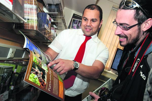Oxford Visitor Information Centre customer services assistant manager Kamil Paneque gives advice to Laurent Meste from France. Picture: OX69460 Marc West