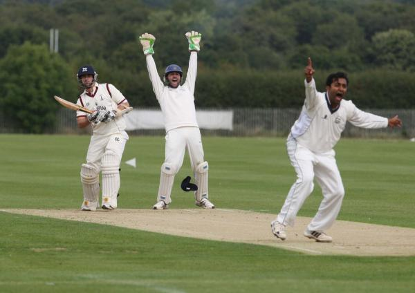 Oxford bowler Shami Mendis (right) and wicket-keeper Jamie Perkin appeal in vain for lbw against Banbury's Nathan Hawkes