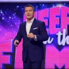 Oxford Mail: Bradley Walsh hosts new game show Keep It In The Family (ITV)