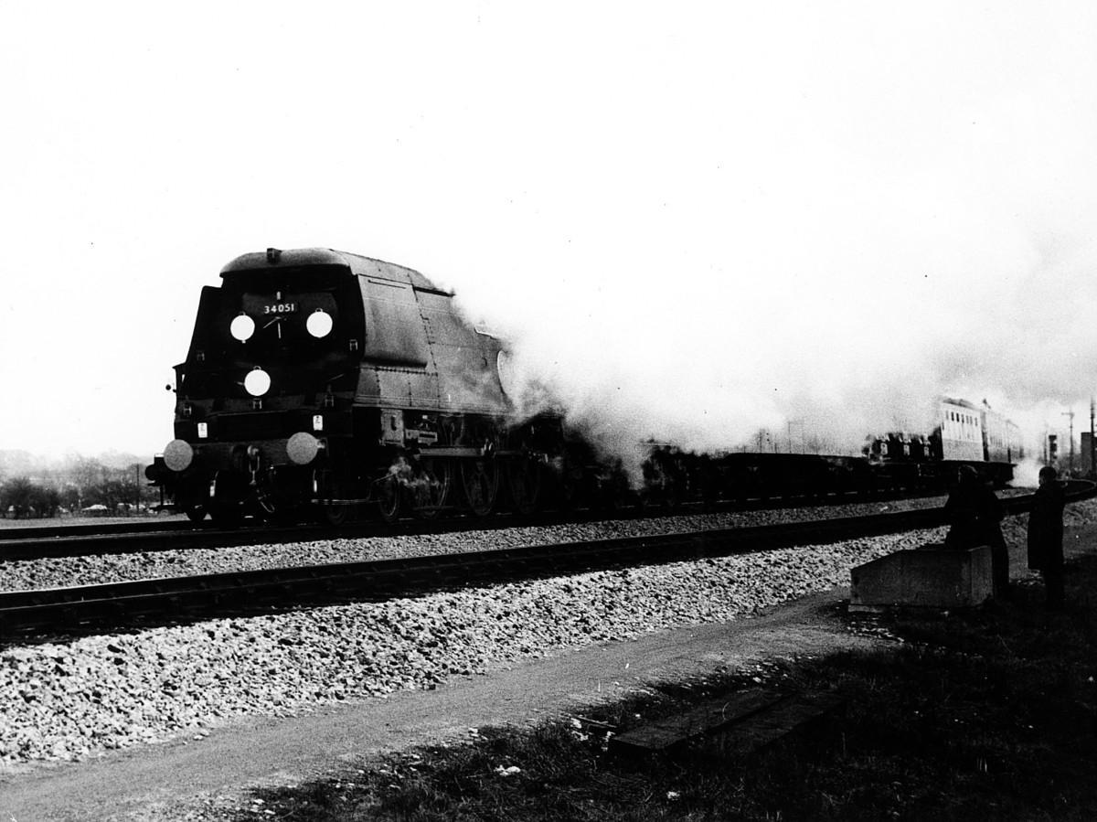 3374988 - Rail trespassers of 1965