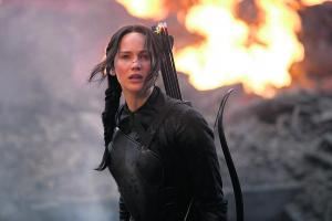 Jennifer Lawrence glows as girl on fire in latest Hunger Games