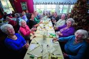 Christmas lunch for the elderly at the Bay Tree pub in Grove    Pictures: OX71699 Cliff Hide