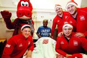 London Welsh squad visiting the Oxford Children's Hospital to give out presents with club mascot Dewi the Dragon. From left, Darren Waters, patient Tray Sam from Oxford, Tim Molenaar, Jimmy Litchfield and Alan Awcock. Pictures: OX71772 Ed Nix