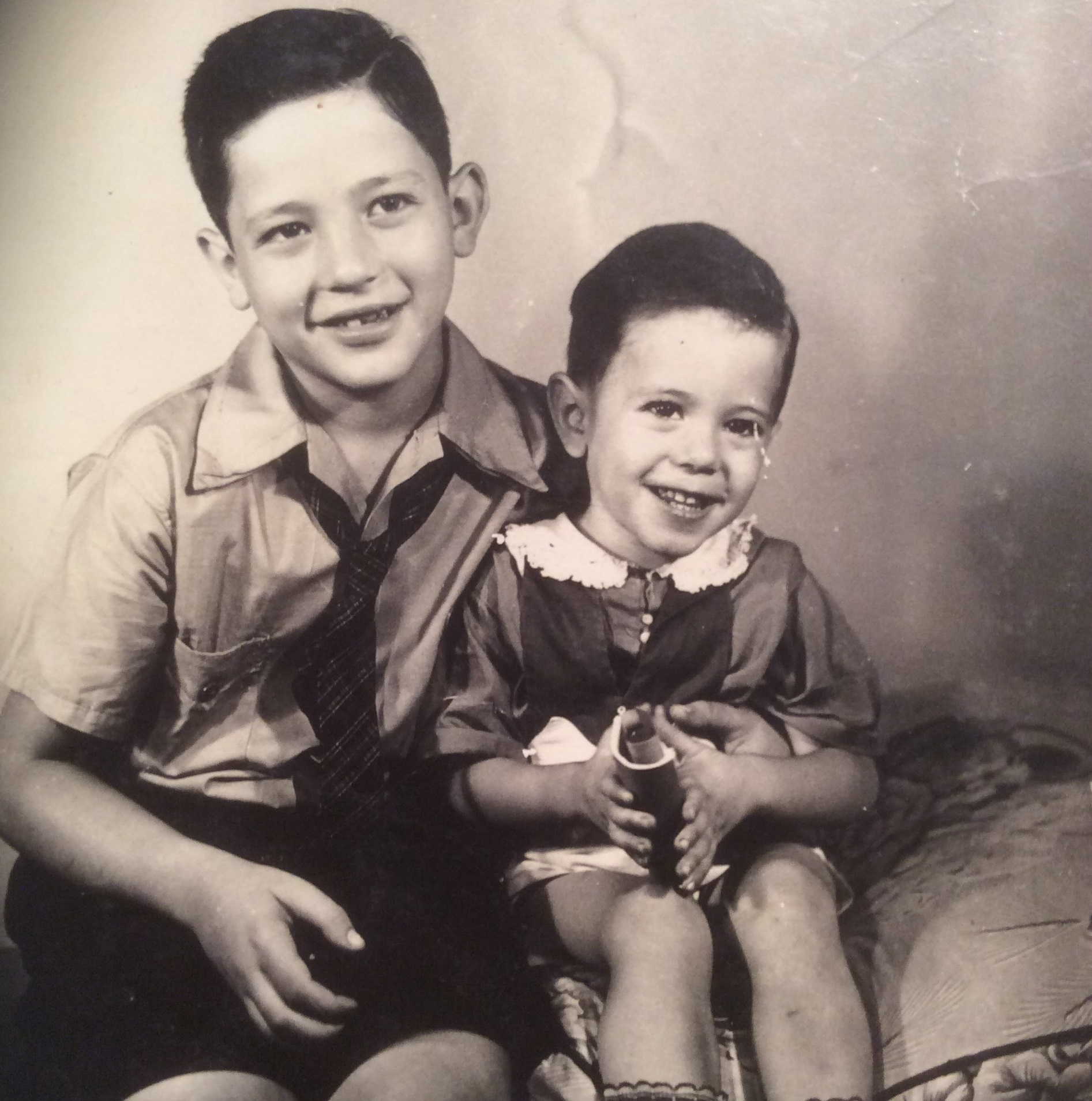 Larry and Bernie Sanders as children