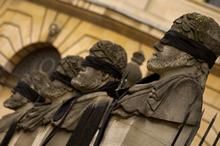 The blindfolded statues in Broad Street