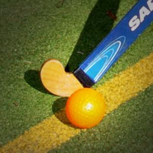 HOCKEY: Witney ladies hit rivals for six