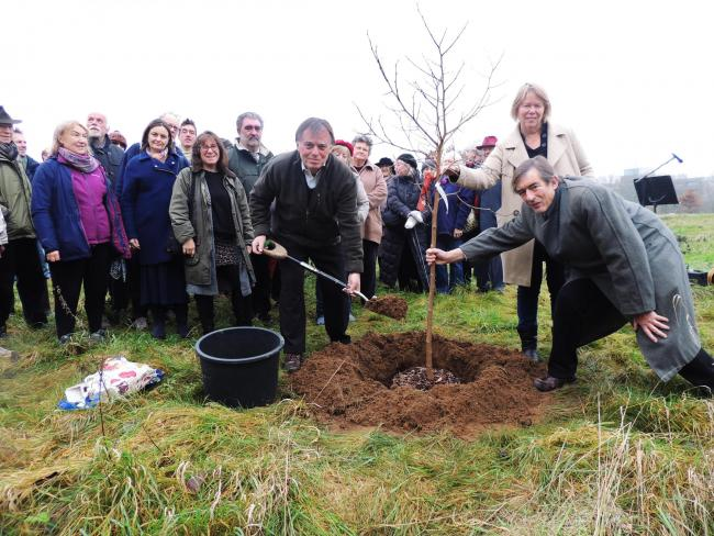 Andrew Smith MP, Sietske Boeles, and Chris Dunabin with Friends of Warneford looking on, planting trees. Picture: Elise Benjamin