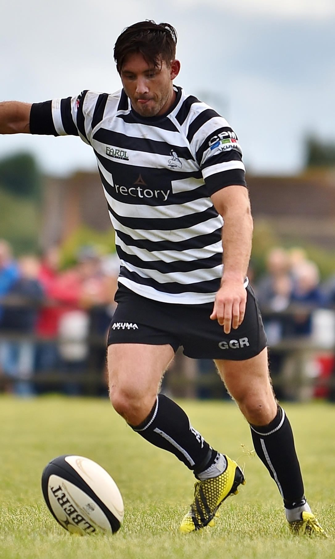 ACCURATE: Jonny Bentley kicked 11 points during Chinnor's victory over Cinderford Picture: Aaron Bayliss
