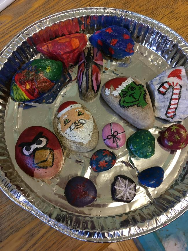 Erica is 5 and loves painting and hiding rocks around are local area of Barton. She calls herself the rock fairy! Mummy loves it to to be honest. Here are just a few my daughter and I have done. Safe to say the grinch that stole Christmas was a big hit!