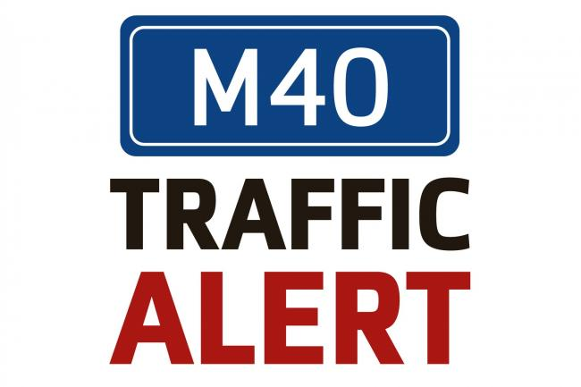 Lane closed on M40 after lorry and car crash