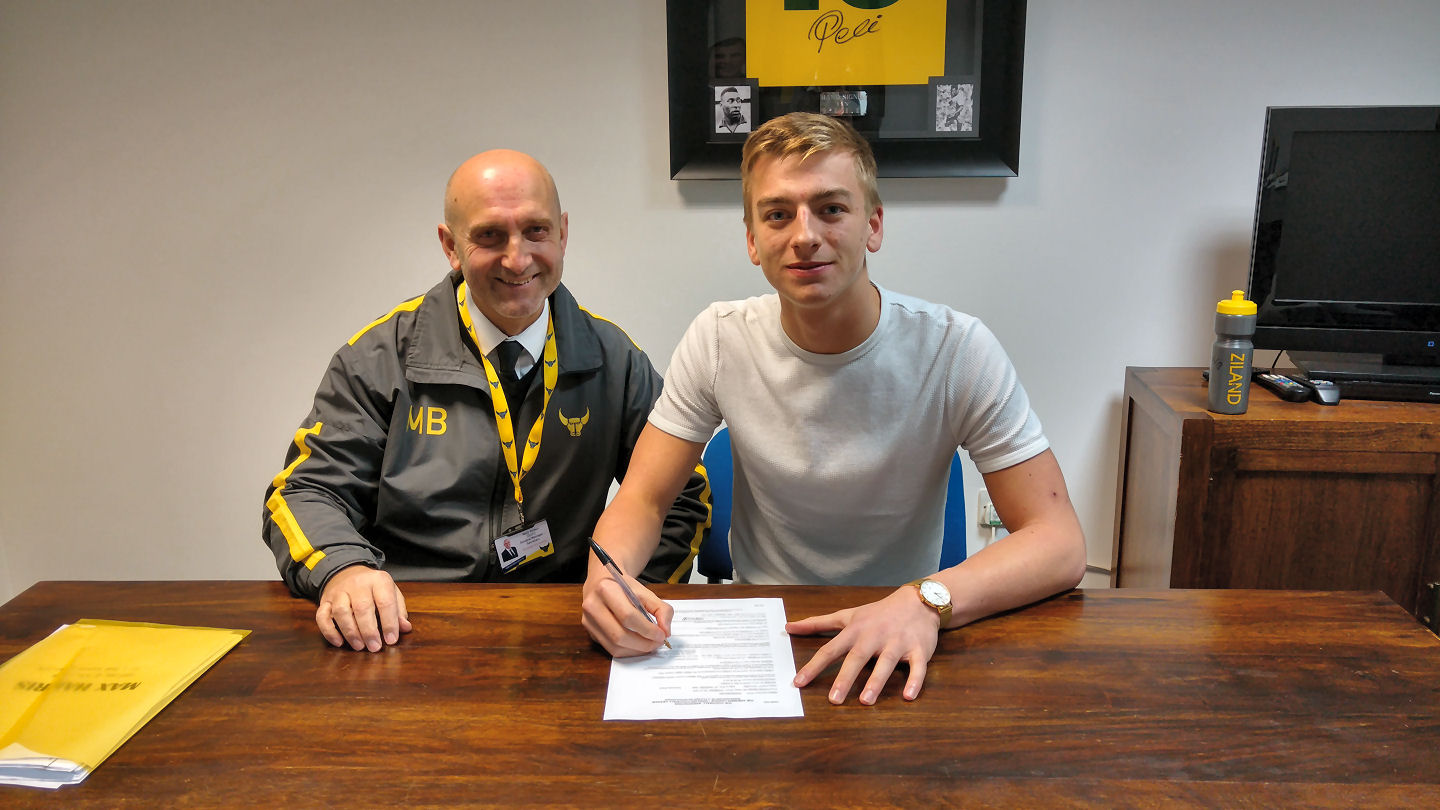 Max Harris (right) signs his Oxford United deal alongside club secretary Mick Brown  Picture: Oxford United