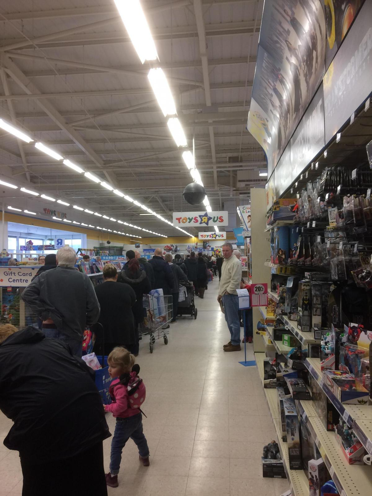 Queues R Us Families Pile Into Toys R Us For Closing Down Sale