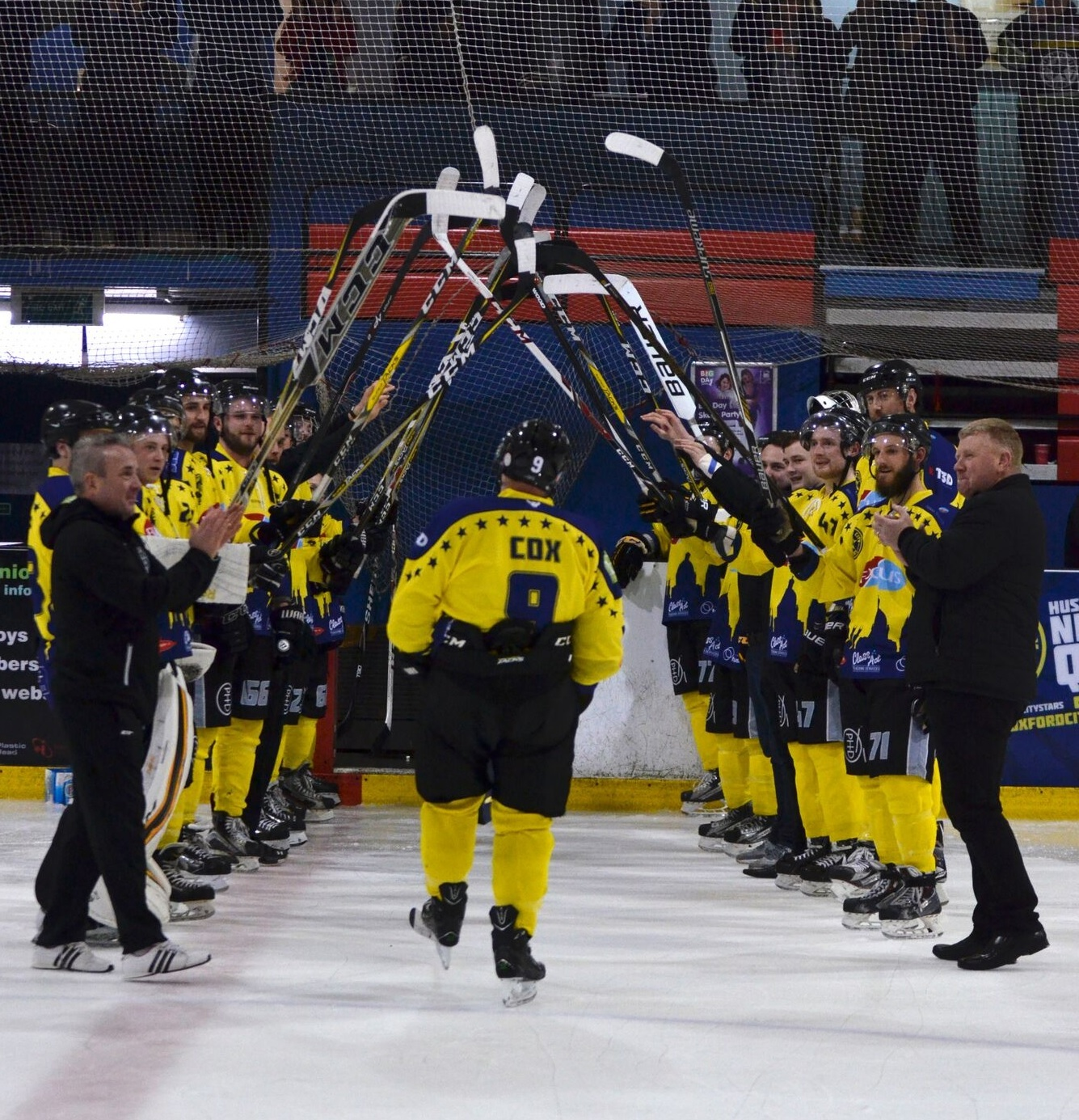 Andy Cox gets a guard of honour on his final Oxford City Stars home appearance Picture: Phil Elliott.