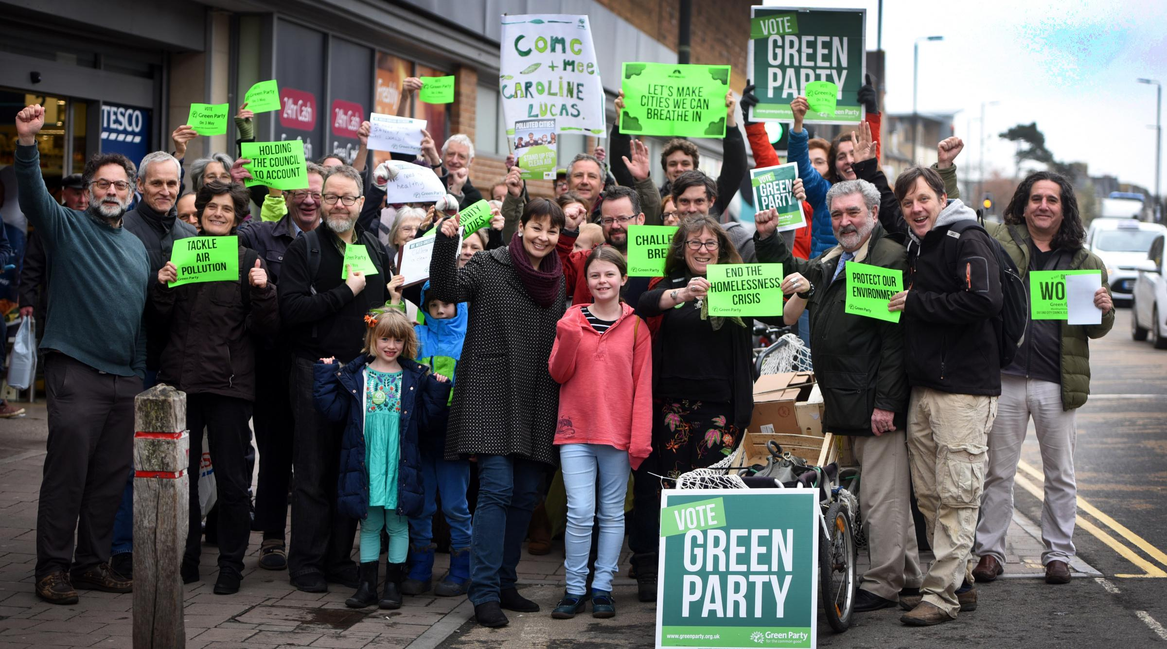 Caroline Lucas with Oxford City Greens on Cowley Road. Richard Cave 13.04.18