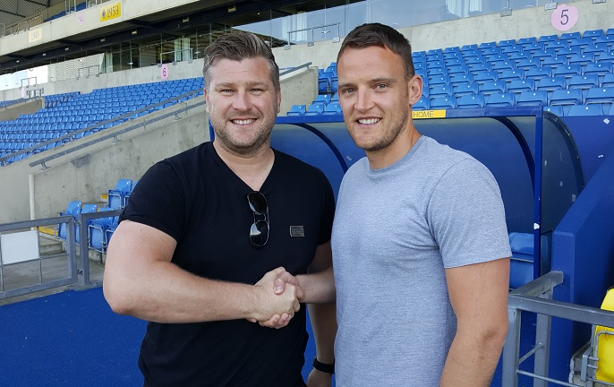 Simon Eastwood (right) with Oxford United manager Karl Robinson after signing a new contract this afternoon