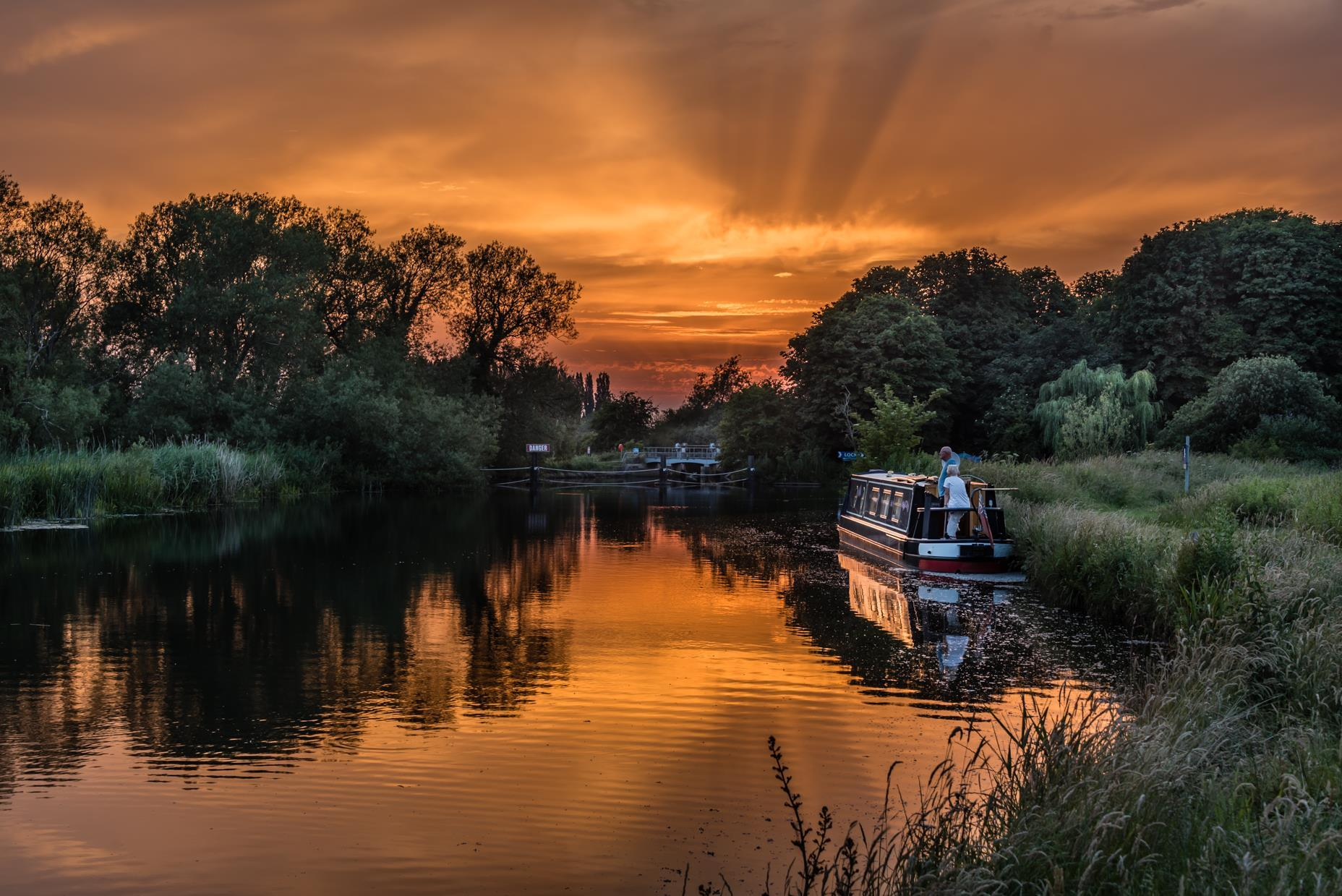 The sun sets over Pinkhill Lock by Anthony Morris