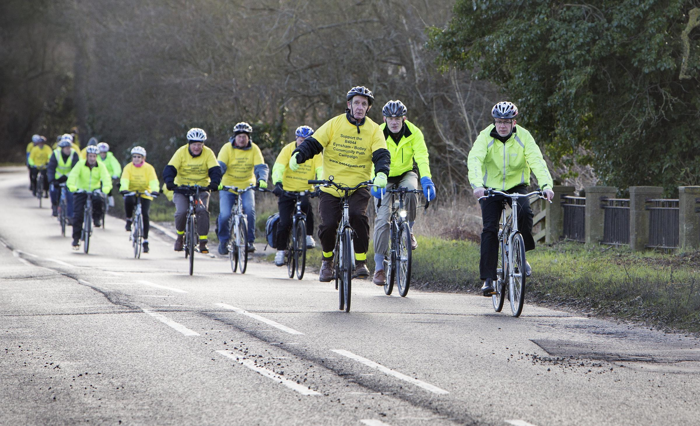 Witney MP Robert Courts (right) joins cyclists campaigning for cycle path for B4044 between Eynsham and Oxford..Picture: Damian Halliwell.Date: 13/01/17...