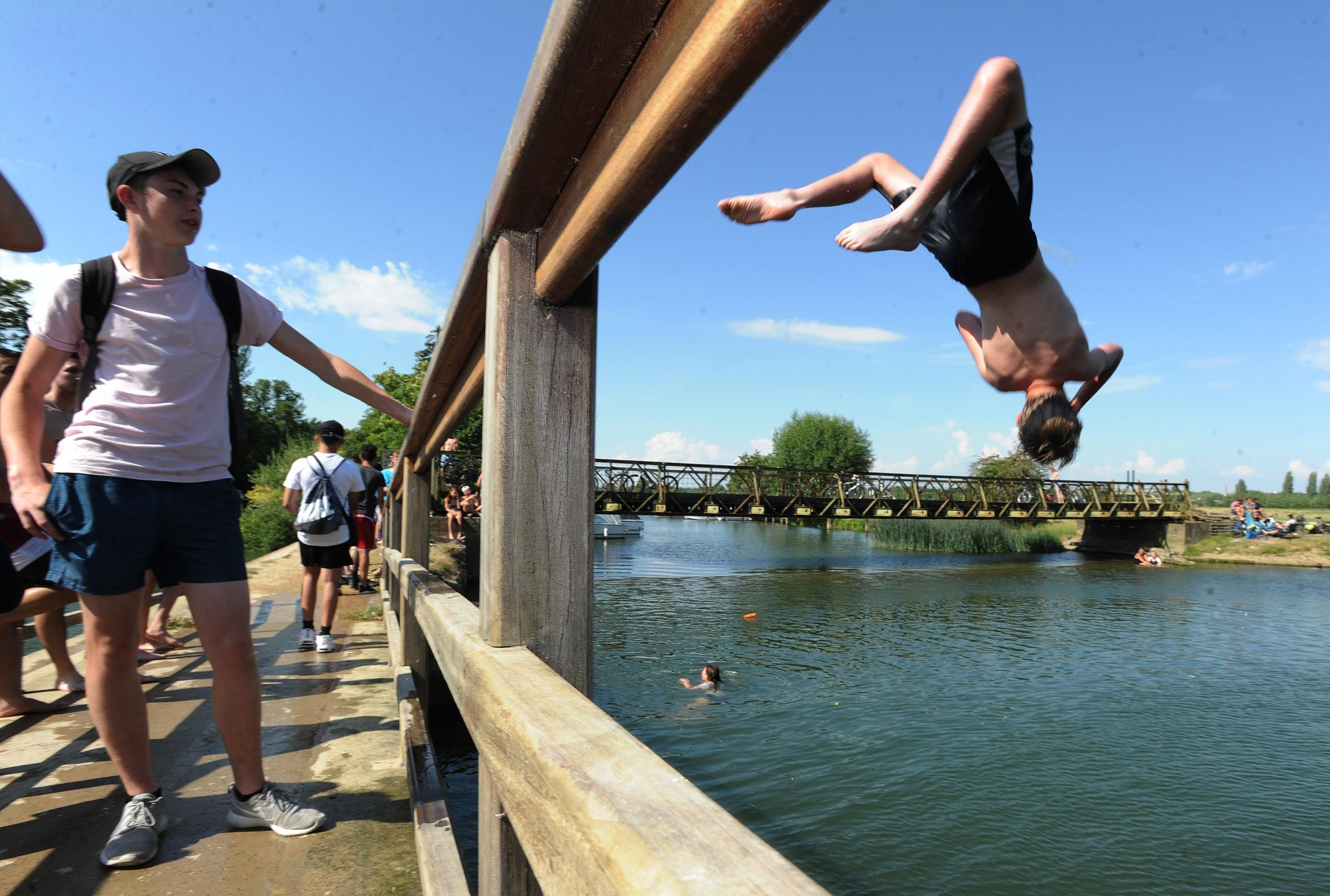 Youngsters jumping into the River Thames in Oxford in 2016. Pic: Jon Lewis