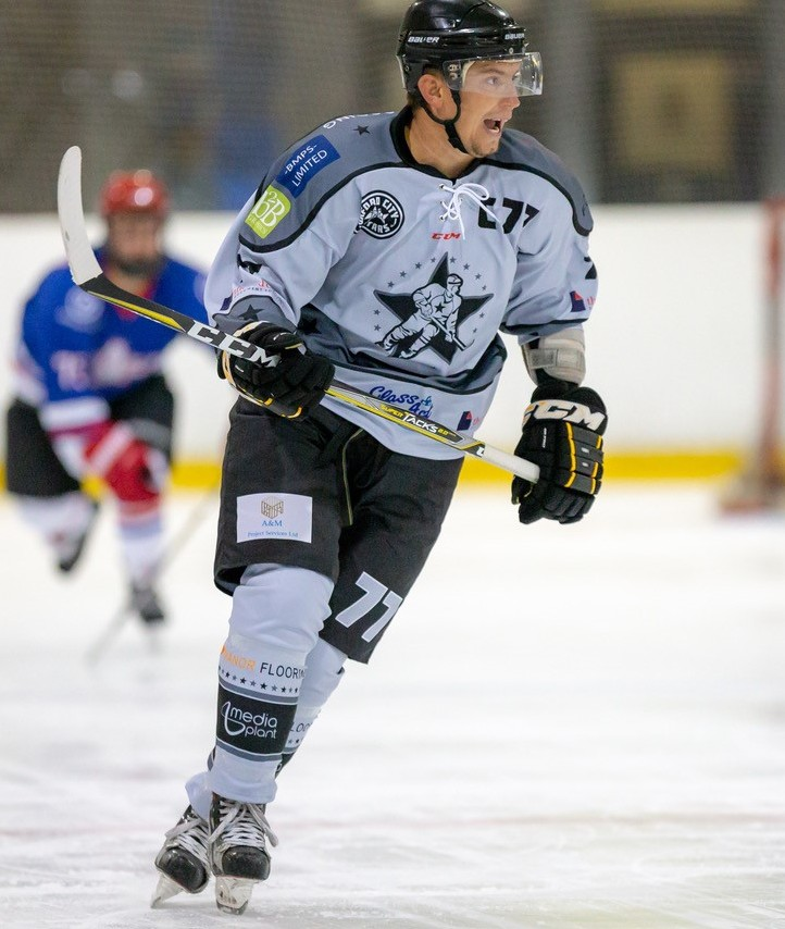 Oxford City Stars' captain Darren Elliott wants to see a packed rink for the Swindon derby clash Picture Paul Foster