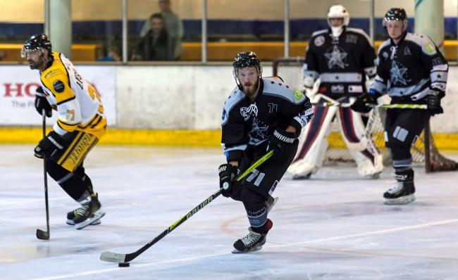 SCORER: Dax Hedges looks for a teammate in Oxford City Stars' win at Bracknell Hornets		          Picture: Kevin Slyfield