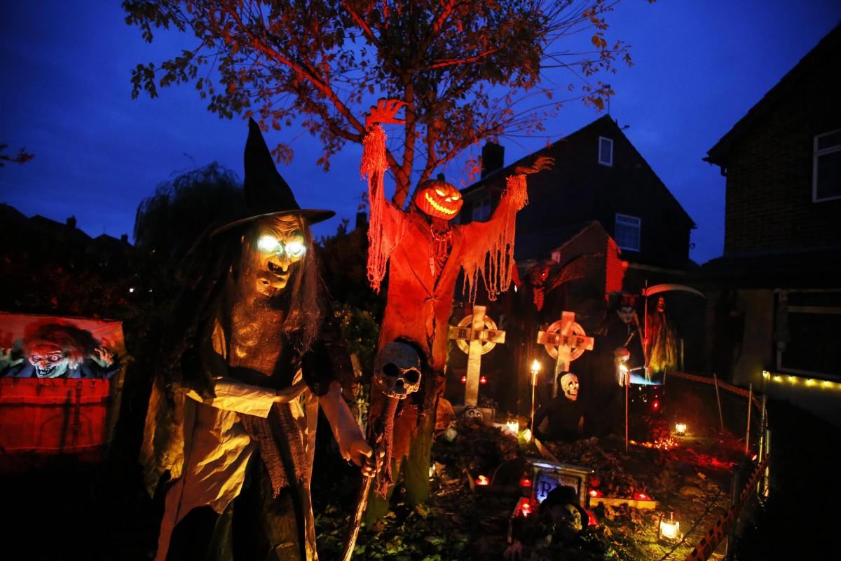 Halloween House Is Back And Its Scarier Than Ever Can You Beat This