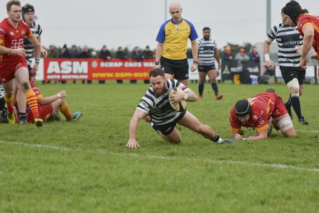 Ed Hoadley dives over for Chinnor's third try against Cambridge in National League 1 Picture: Simon Cooper