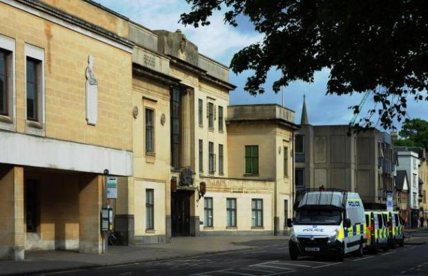Bullingdon prisoner fought with guard in row over mobile