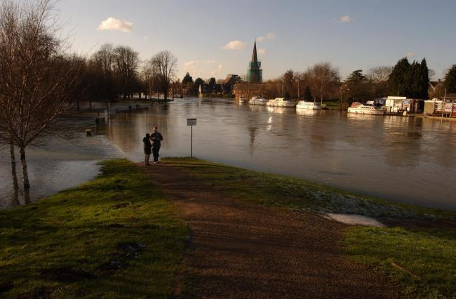 Car parks by Abingdon Bridge Tow Path in Bridge Street flooded in 2003 Picture: Andy Cooper