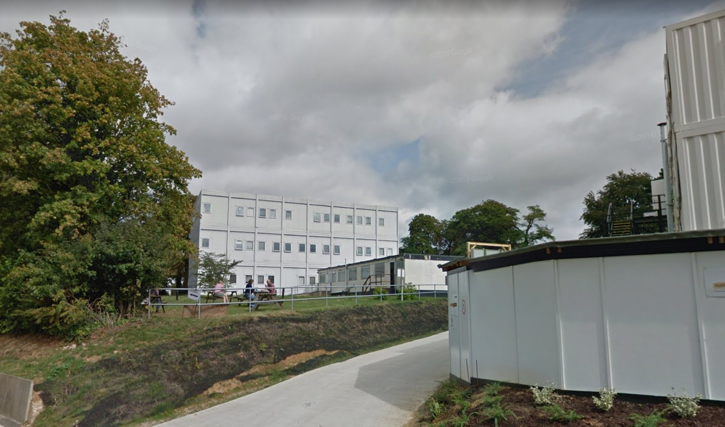 Oxford University plans to keep temporary building