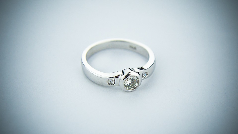 Oxford men among top spenders on engagement rings
