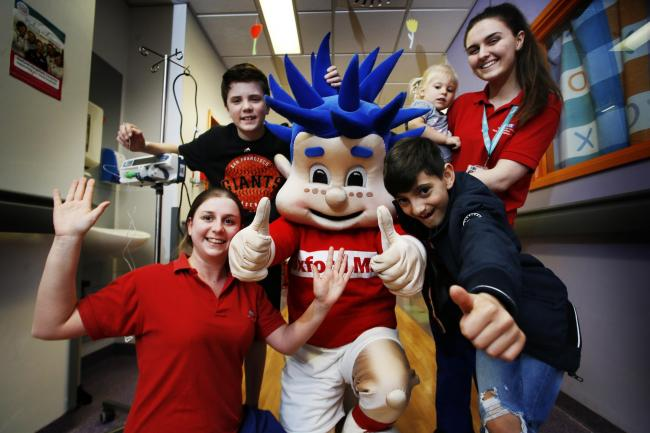 Oxford Mail's Osney visits the Oxford Children's Hospital ahead of Sunday's OX5 Run 2019.Picture by Ed Nix