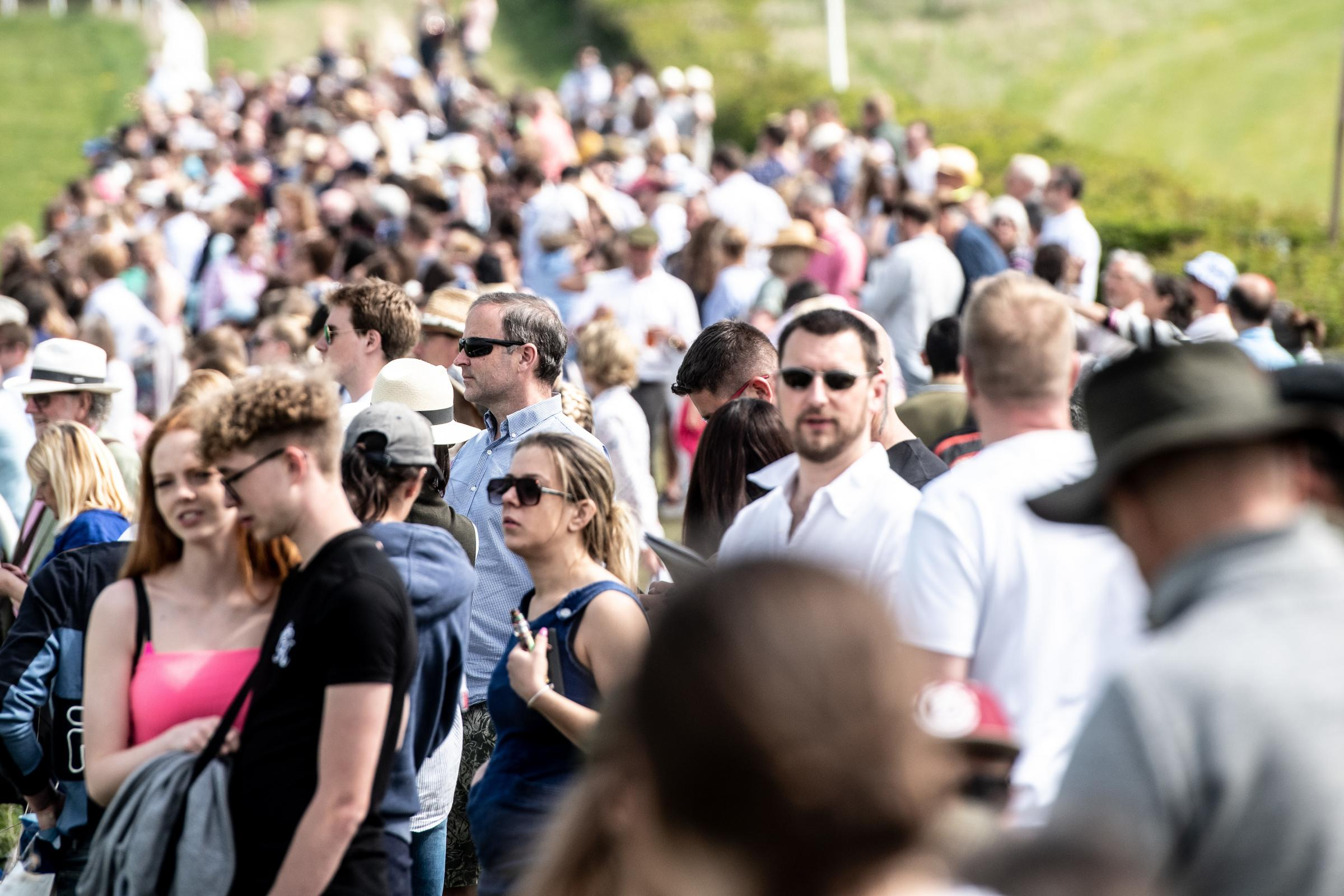 Crowds enjoy racing in sunshine at Lockinge point-to-point