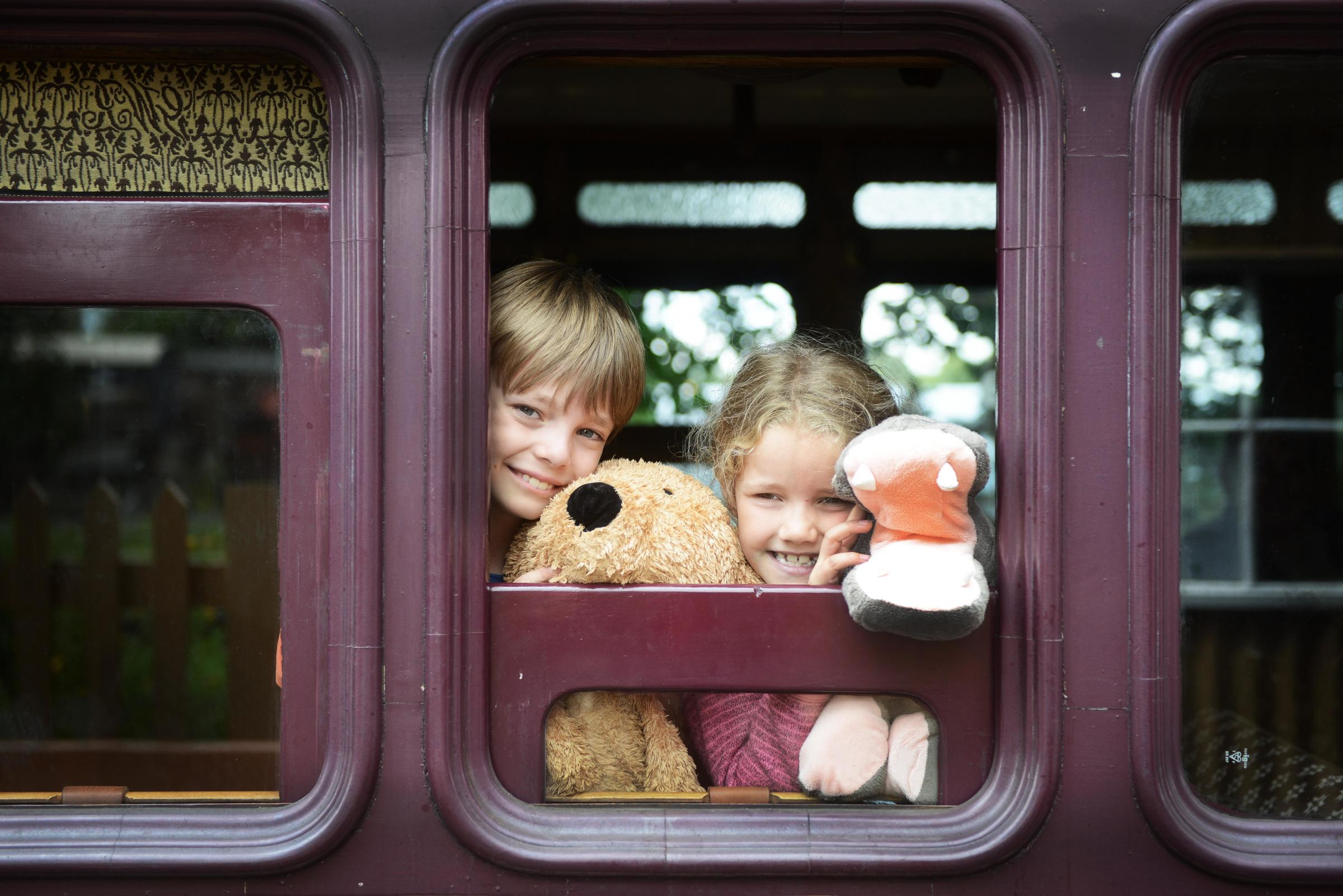Didcot Railway Centre, en(9) and Elizabeth (7) enjoy a day at the Didcot Railway Centre. Picture by Richard Cave